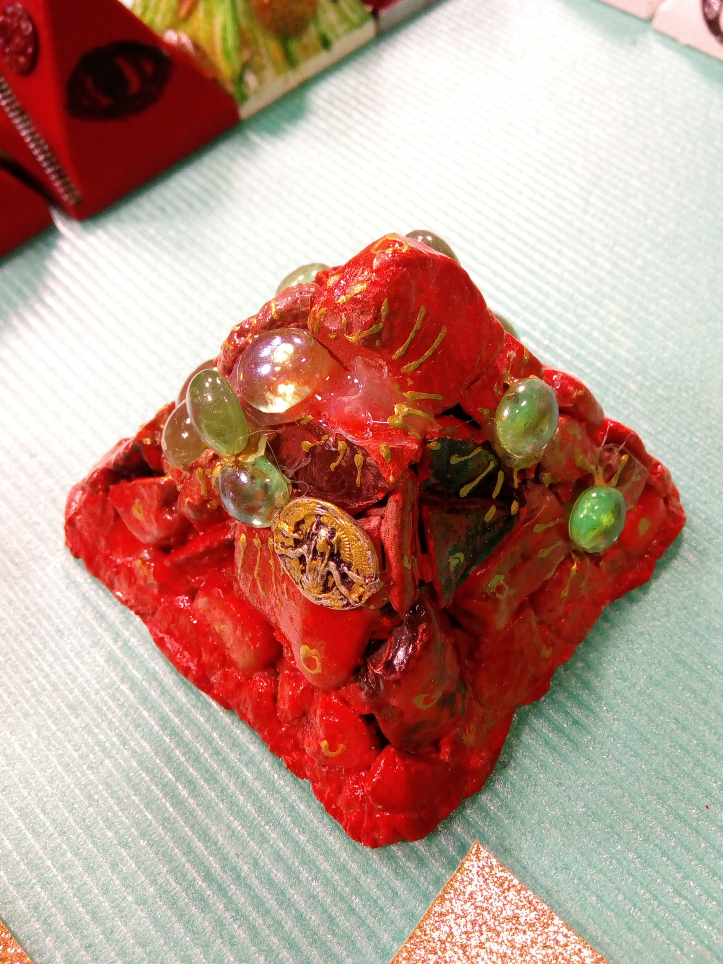 piramida-crveni-mag